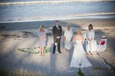 brides-arrival-at-Pauanui-beach